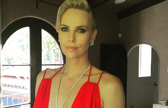 Charlize Theron Stuns at Oscars 2016